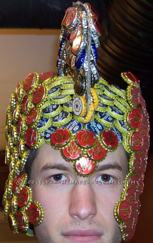casco reciclado disfraz
