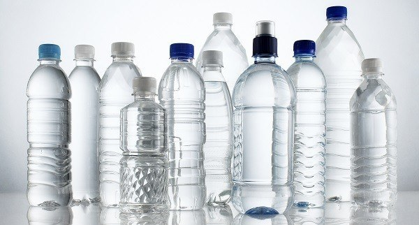 botellas de agua plastico