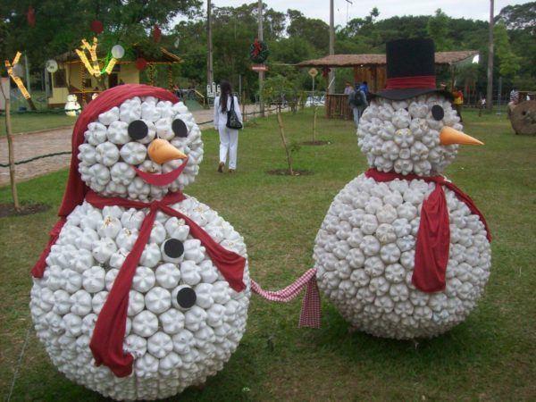 adornos-navidenos-reciclados-con-botellas-munecos-de-nieve