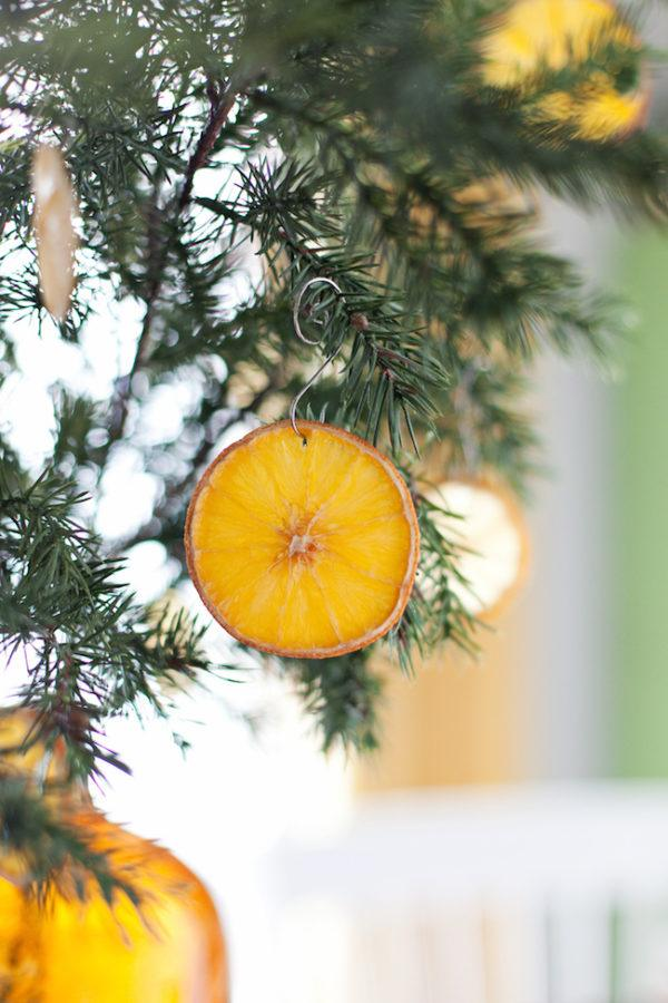 adornos-navidenos-reciclados-faciles-para-ninos-fruta