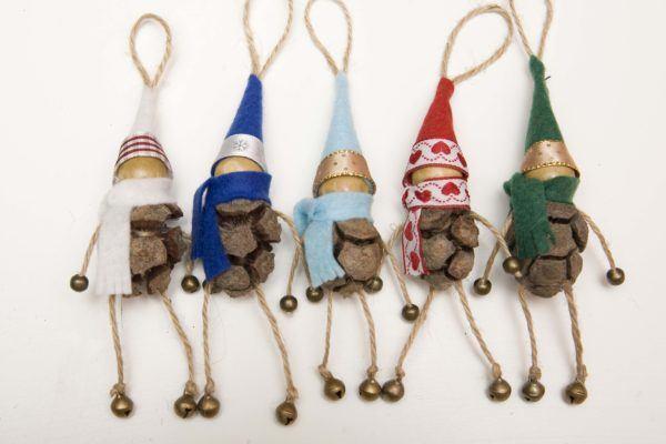 adornos-navidenos-reciclados-faciles-para-ninos-pinas