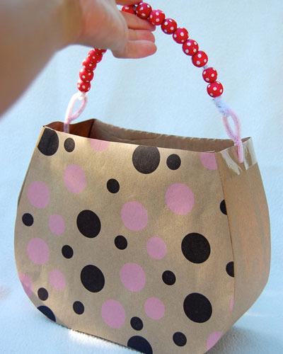 como-hacer-bolsas-de-papel-con-materiales-reciclados-bolsitos