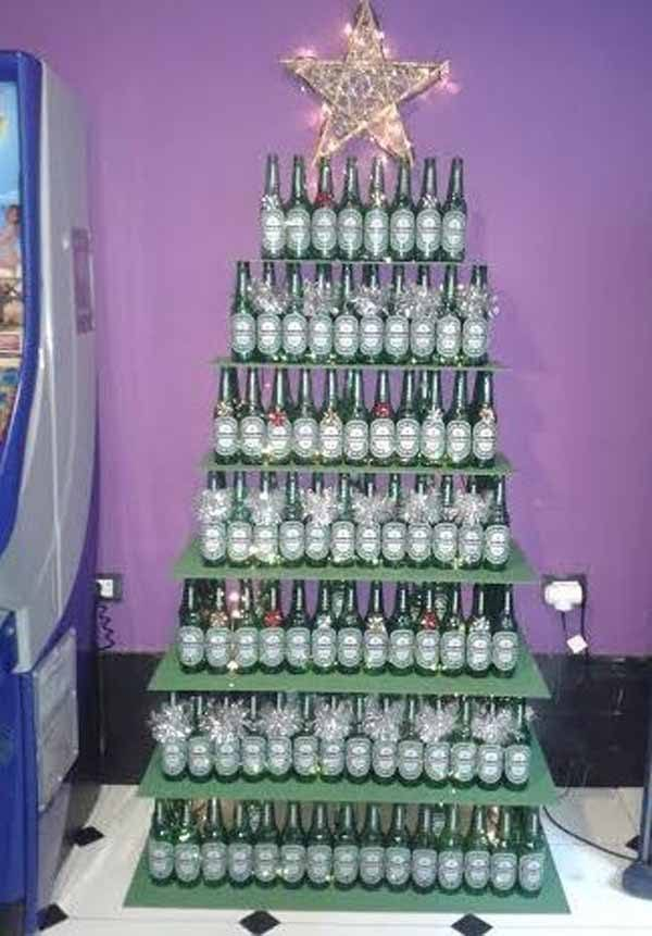 arbol-de-navidad-reciclado-hecho-con-botellas-de-cristal