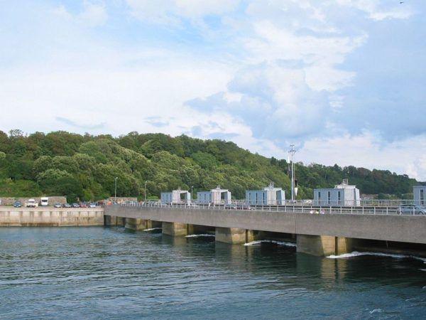 Central eléctrica mareomotriz en el estuario del río Rance.