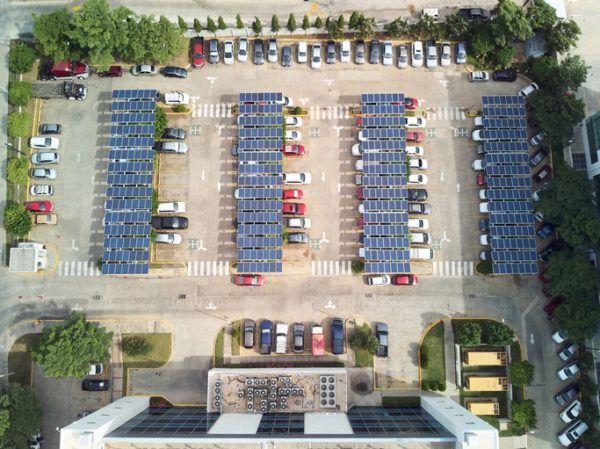 Como funcionan los paneles solares comunidades parking