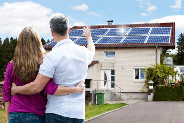 Cómo financiar la instalación de placas solares familiares y amigos