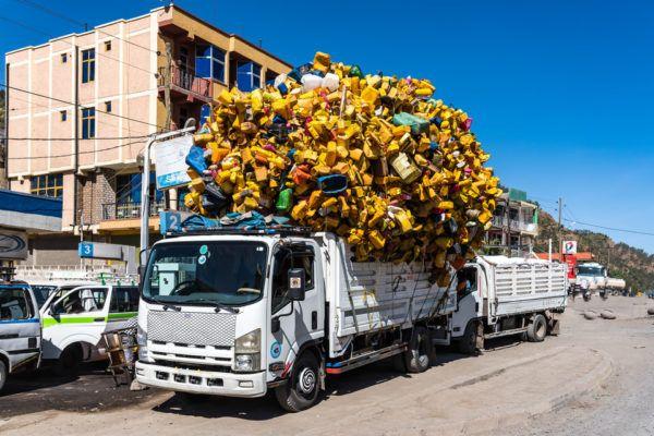 """¿Qué está pasando con todos los desechos """"reciclados"""" que ahora no se envían a China?"""
