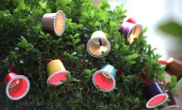 Arboles de navidad 2021 con adornos reciclados ideas y fotos capsulas cafe