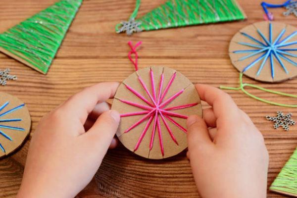 Arboles de navidad 2021 con adornos reciclados ideas y fotos carton cuerda