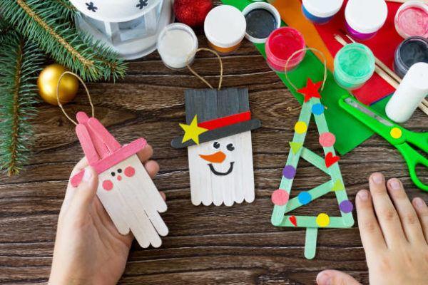 Arboles de navidad 2021 con adornos reciclados ideas y fotos palitos helado