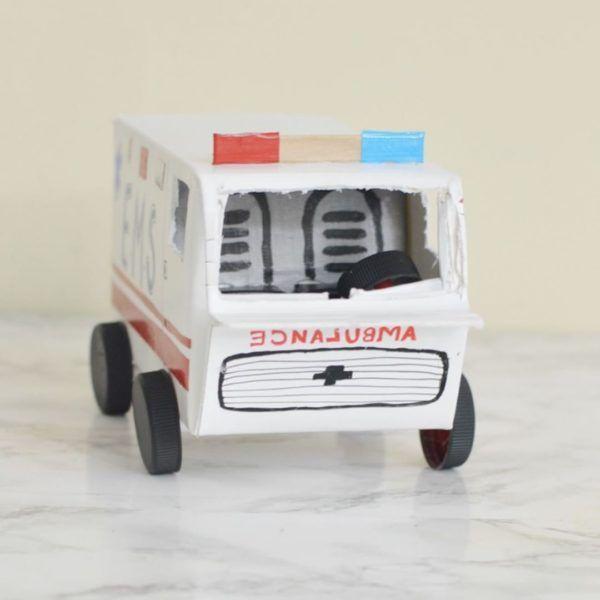Manualidades recicladas cartones ambulancia