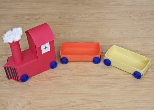 Manualidades recicladas cartones leche tren