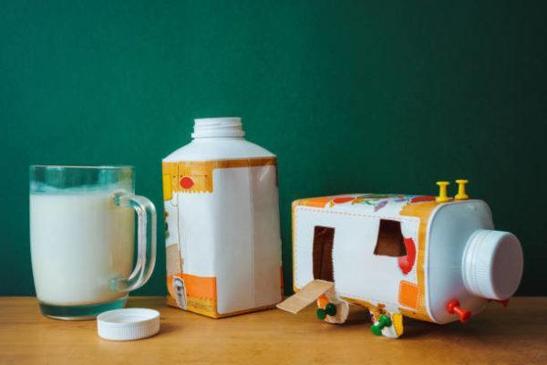 Manualidades recicladas cartones leche coche