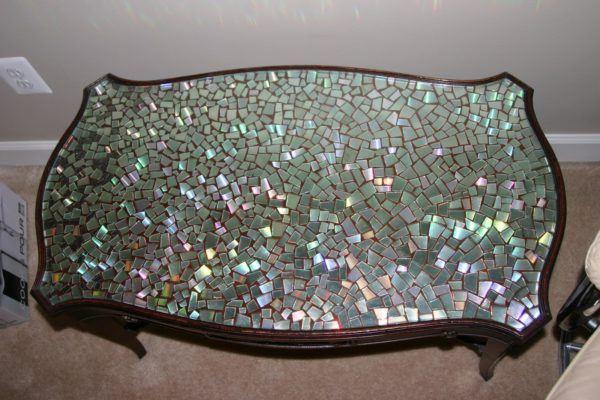 Mejores manualidades e ideas para reciclar CD mosaico en mesa