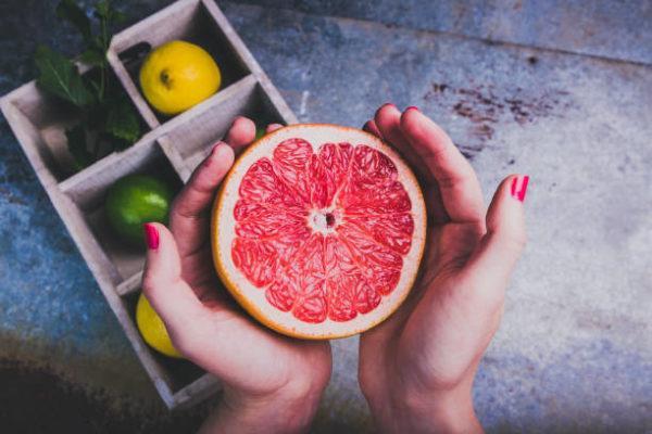 Que frutas y verduras comer en abril calendario de temporada pomelo