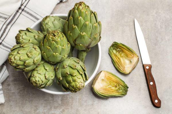Que frutas y verduras comer en agosto calendario de temporada alcachofas