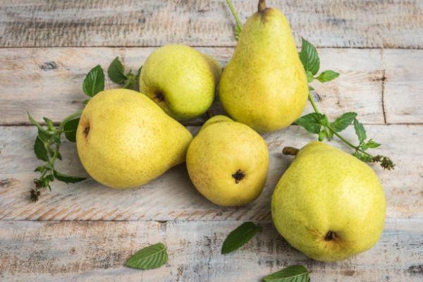 Que frutas y verduras comer en noviembre calendario de temporada peras