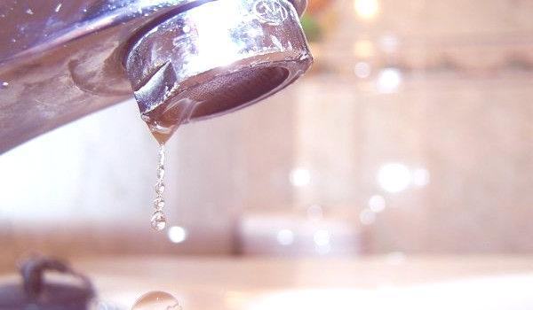 como-ahorrar-agua-en-el-hogar-consejos-regular-la-presion-del-agua