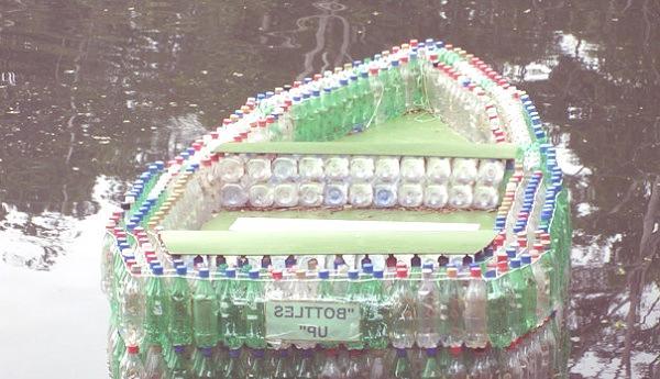 barca botellas de plastico