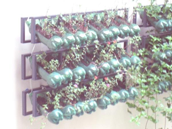 Ideas para reciclar las botellas de pl stico for Guarda cosas para jardin