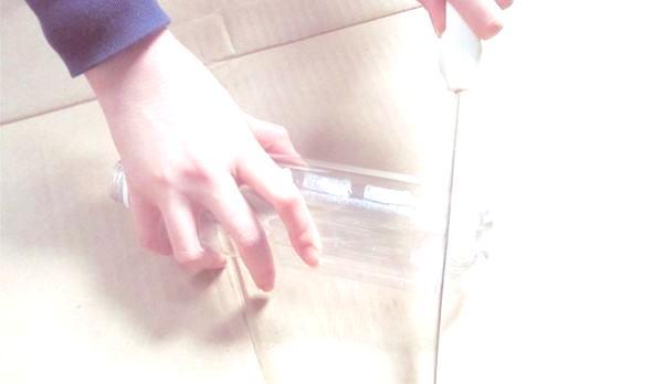 cortar botella de plástico reciclada