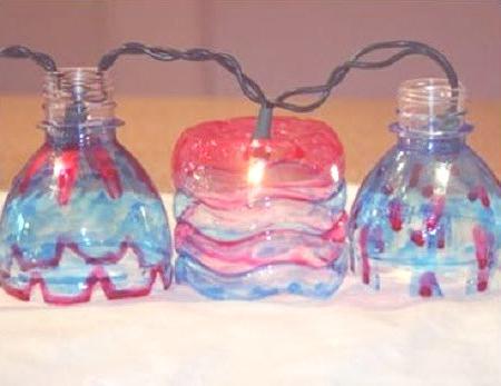 adorno navideño con botellas de plástico