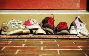 6 razones ecológicas y saludables por las que quitarse los zapatos en el interior de la casa