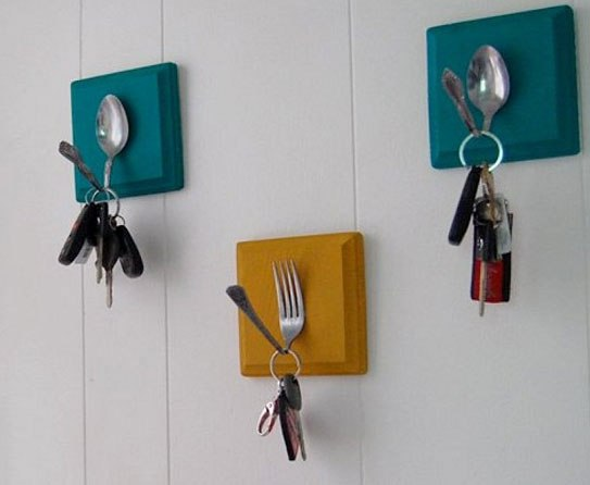 reciclar-cosas-viejas-cucharas-convertidas-en-colgador