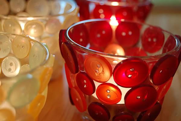 como-hacer-velas-decoradas-con-material-reciclado-botones