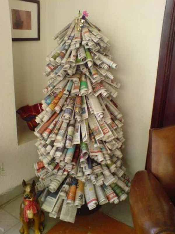 arbol-de-navidad-reciclado-hecho-con-periodicos