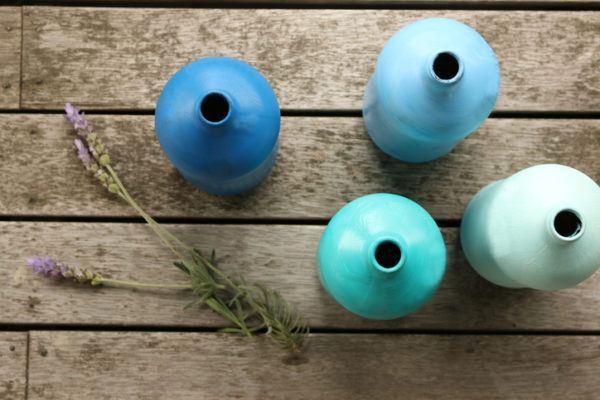 Como decorar botellas de cristal o de vidrio con pintura azul