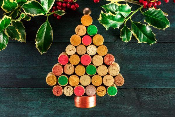 Decoracion navidena con elementos reciclados arbol de navidad con corchos