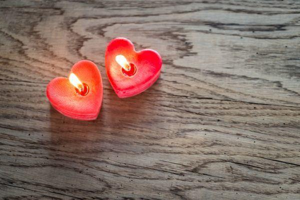 como-hacer-velas-recicladas-san-valentin-istock2